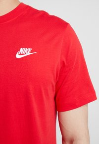 Nike Sportswear - CLUB TEE - Basic T-shirt - university red/white