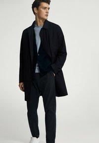 Massimo Dutti - Broek - blue black denim - 2