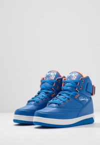 Ewing - 33 HI - Zapatillas altas - prince blue/vibrant orange/white - 2