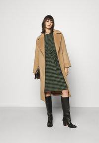 GANT - BLEND BELTED COAT - Classic coat - warm khaki - 1
