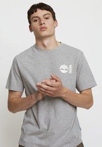Timberland - WOODWOOD - Print T-shirt - grey - 3