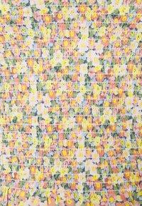 ONLY - ONLJOJO MARK FLOWER SMOCK - Camiseta de manga larga - chinois green - 2