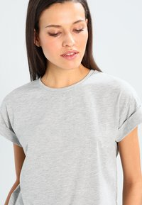 Moss Copenhagen - ALVA TEE - Basic T-shirt - mottled light grey - 4