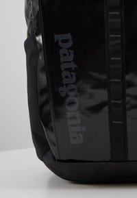 Patagonia - BLACK HOLE PACK 25L - Reppu - black - 8