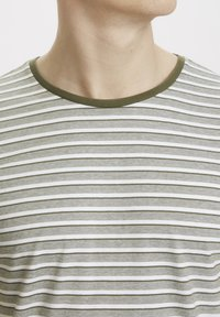 Matinique - Print T-shirt - olive night - 3