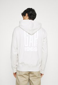GAP - Zip-up hoodie - stone - 2
