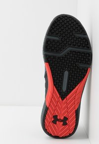 Under Armour - CHARGED COMMIT TR 2.0 - Sports shoes - black/pitch gray/martian red - 4