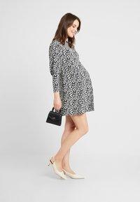 Topshop Maternity - GRUNGE TWIST - Korte jurk - mono - 1