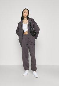 BDG Urban Outfitters - ZIP THROUGH HOODIE - Sweat à capuche zippé - grape - 1