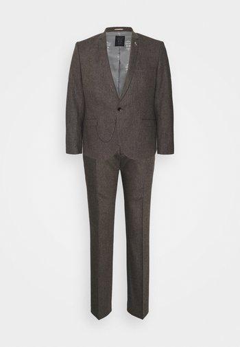 NEWTOWN SUIT PLUS - Suit - brown