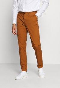 Scotch & Soda - STUART CLASSIC - Chino kalhoty - tabacco - 0