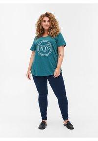 Zizzi - Print T-shirt - pacific mel. - 1
