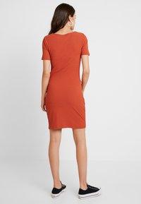 Pieces - PCMANULA DRESS - Shift dress - picante - 3