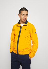 Tommy Jeans - ESSENTIAL CASUAL  - Tunn jacka - orange - 0