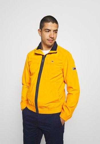 ESSENTIAL CASUAL  - Summer jacket - orange