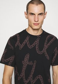 Paul Smith - ROPE LOGO - T-shirt print - black - 4