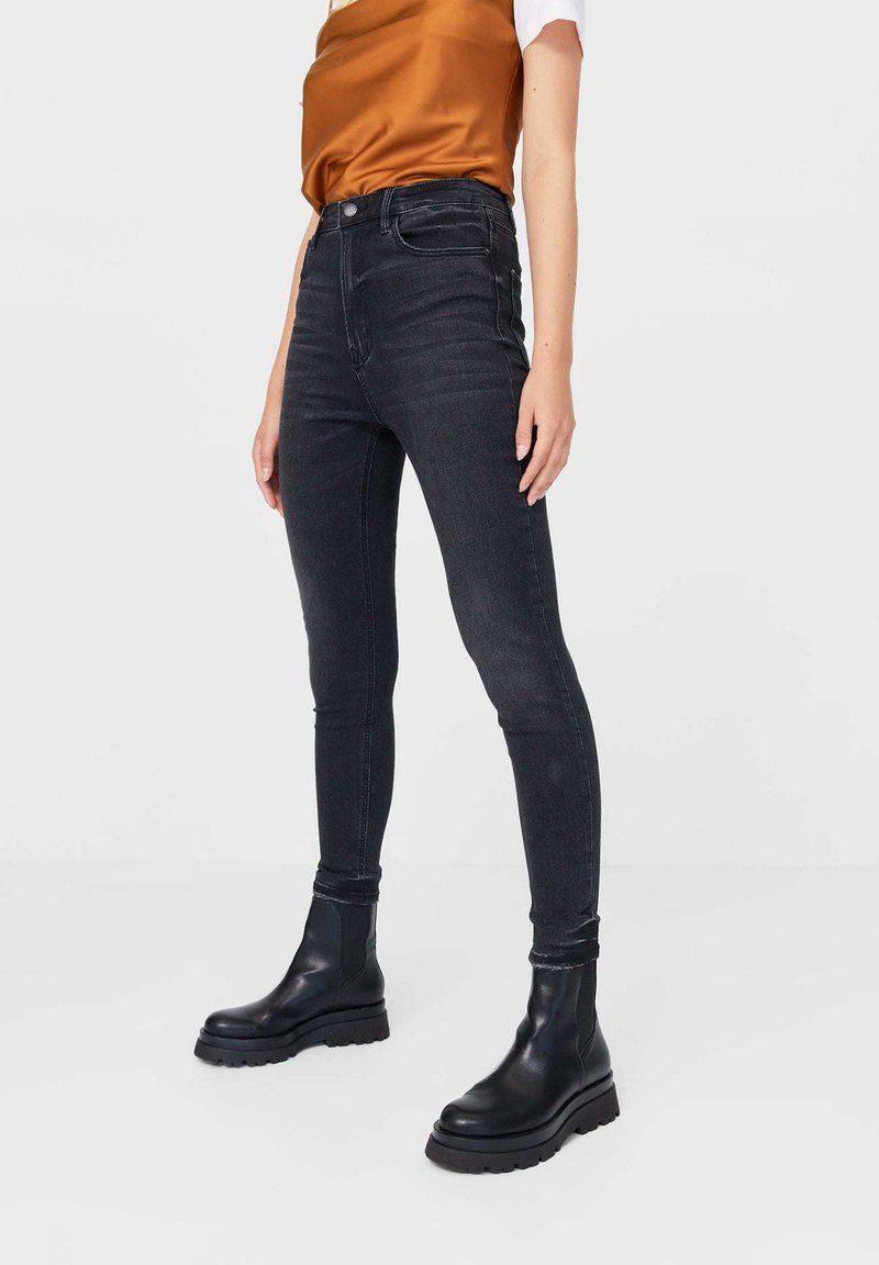 Stradivarius - MIT SEHR HOHEM BUND - Jeans Skinny Fit - black