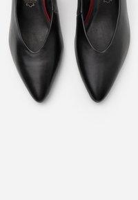 Marco Tozzi - Classic heels - black antic - 5