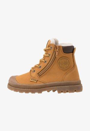 HI CUFF WPS - Šněrovací kotníkové boty - amber gold/brown