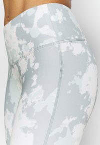 The North Face - WOMENS NEW FLEX HIGH RISE 7/8 - Leggings - beige