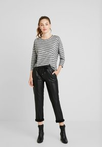 Vero Moda - VMCLAUDIA 3/4 O NECK - Long sleeved top - light grey melange/black - 1