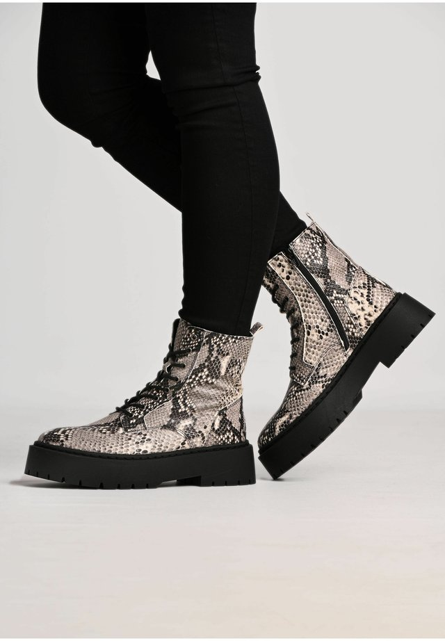 MARY  - Platform ankle boots - black/ white