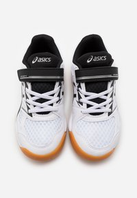 ASICS - UPCOURT UNISEX - Multicourt tennis shoes - white/black - 3