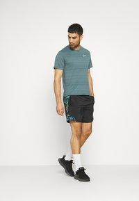 Nike Performance - MILER  - T-shirts basic - dark green - 1