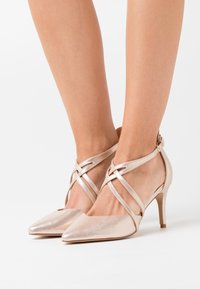 Wallis Wide Fit - WIDE FIT WINTERBERRY - High Heel Pumps - beige shimmer - 0