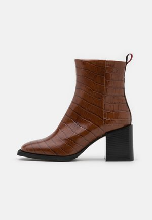 CILINDRO - Classic ankle boots - brown