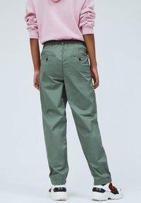 Pepe Jeans - BREEZE - Chinos - verde caqui - 2