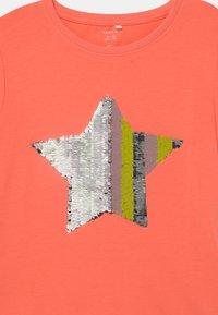 Name it - NKFHAPASTAR BOX - Print T-shirt - persimmon - 2