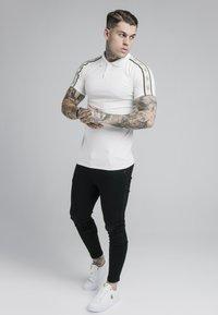 SIKSILK - PREMIUM TAPE - Polo shirt - off-white - 1