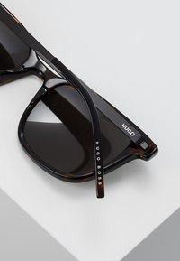 HUGO - Sluneční brýle - dkhavana - 5