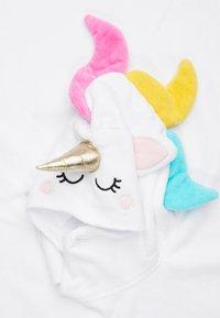Sunnylife - KIDS HOODED BEACH TOWEL - Župan - white - 3