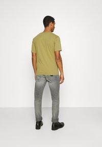 Minimum - HARIS  - Camiseta básica - dried tobacco - 2