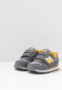 New Balance - IV373CC - Trainers - grey/yellow - 3