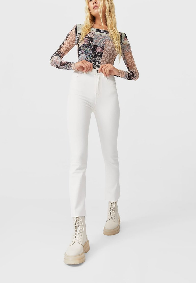 Stradivarius - Bootcut jeans - white