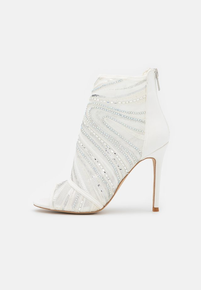 ABENDANI - Ankle cuff sandals - white