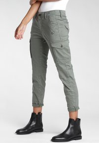 Gang - AMELIE  - Relaxed fit jeans - green thyme old - 2