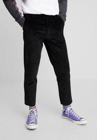 Mennace - Pantalon classique - black - 0
