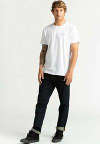 Billabong - ACCESS - Print T-shirt - white - 1