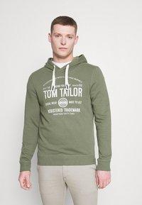 TOM TAILOR - HOODIE  - Hoodie - oak leaf green - 0