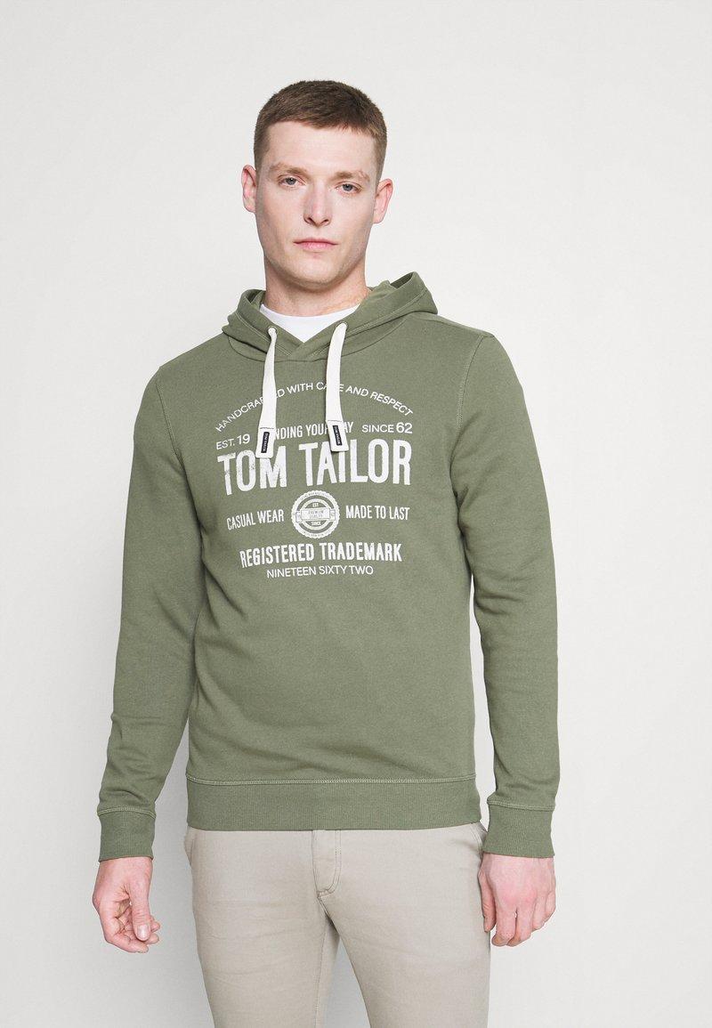 TOM TAILOR - HOODIE  - Hoodie - oak leaf green