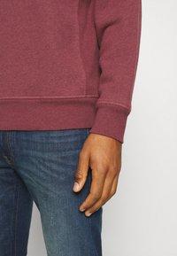 Levi's® - PREMIUM HEAVYWEIGHT CREW - Sweatshirt - biking red heather - 5