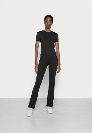 ONLSANDRA LIFE FLARED PANT SET - T-shirt - bas - black