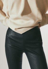 Massimo Dutti - BLACK LEATHER - Leggings - Trousers - black - 4