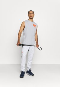 Under Armour - FASHION TRACK PANT - Tracksuit bottoms - grey - 1