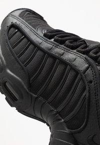Nike Sportswear - AIR MAX TAILWIND IV - Matalavartiset tennarit - black - 8