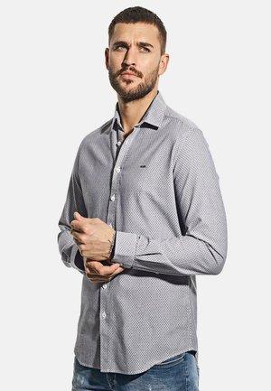 MIT FEINER STRUKTUR - Shirt - blau